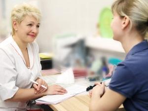 Осмотр гинеколога для выявления наботовых кист