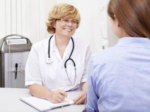 Консультация врача для лечения воспаления яичников