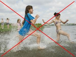 Противопоказание купания в грязных водоемах во время месячных