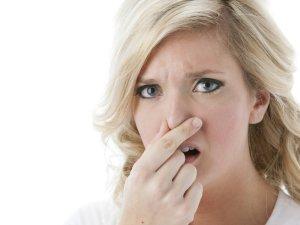 Неприятный запах от выделений как признак заболевания